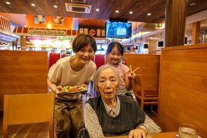 最後の外食はタイで知り合ったお友達と